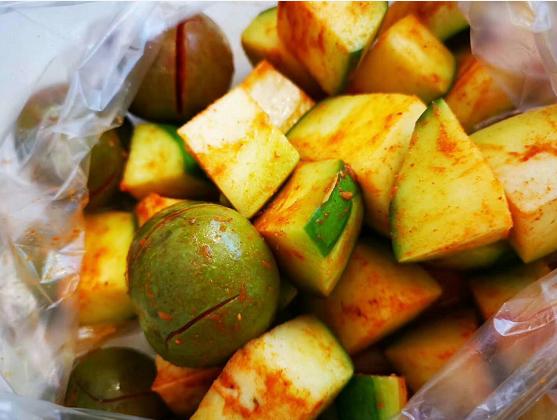 广西最受欢迎的小吃摊非水果酸料摊莫属!